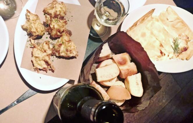 Frittelle di biachetti e focaccia al formaggio